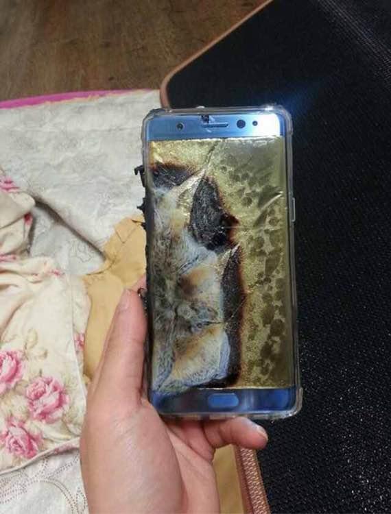 Felgyulland Note 7 (egyes régiókban Samsung logó nélkül jelent meg a készülék)